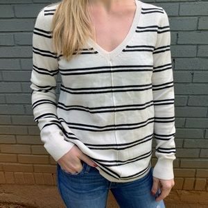 ❄️50% OFF❄️ GAP Rounded Hem Striped Sweater